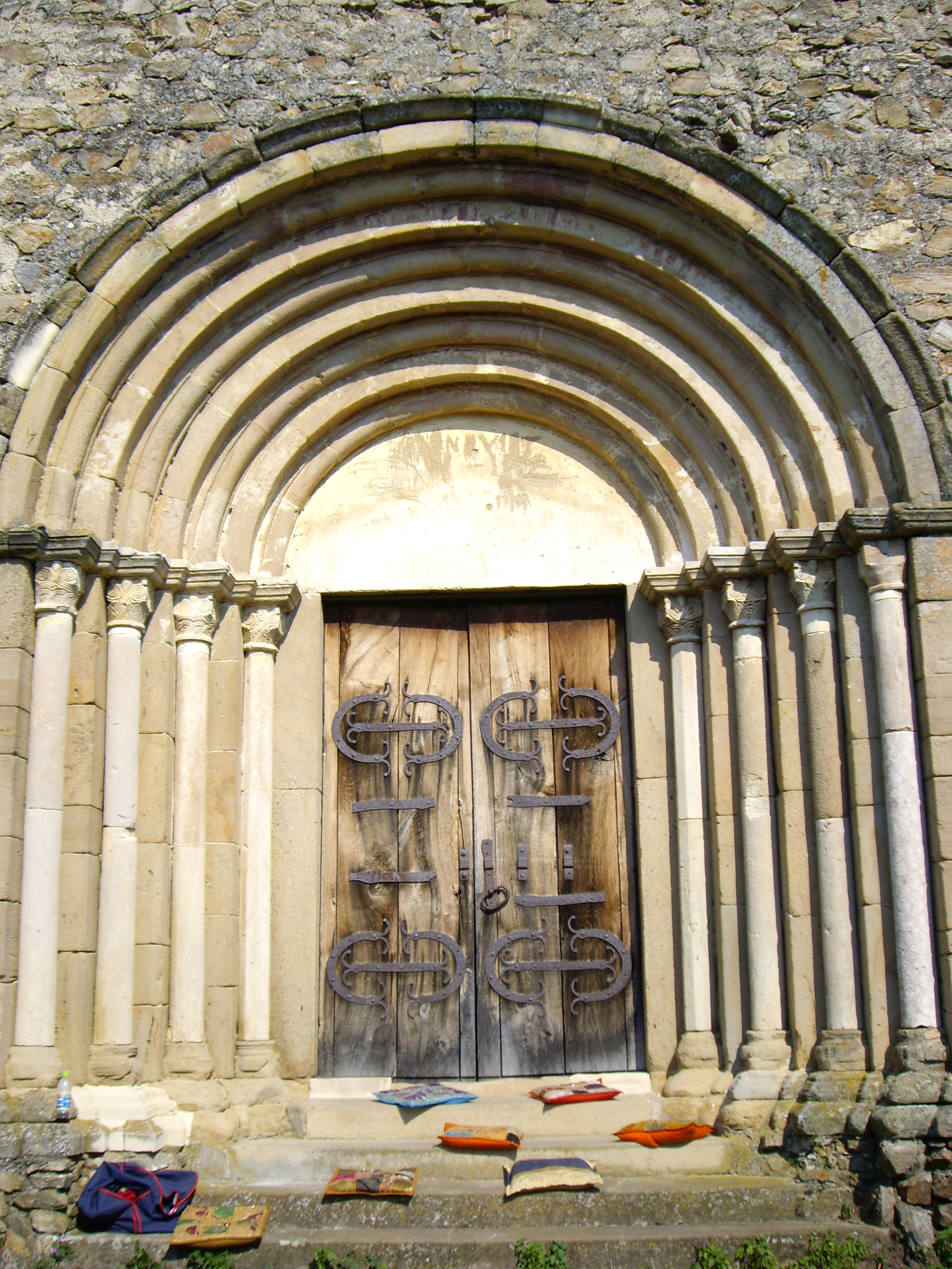 Portal romanic in trepte